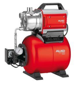 Die rote Hauswasserpumpe von Alko mit Kessel wird im Bild dargestellt